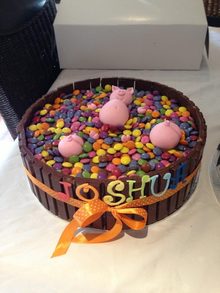 Cake Kit Kat Pigs : 101 best Smarties cake images on Pinterest Smarties cake ...