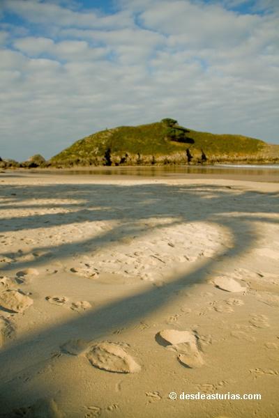 Playa de Barro Llanes. Playas de Asturias [Más info] http://www.desdeasturias.com/playa-de-barro-llanes/