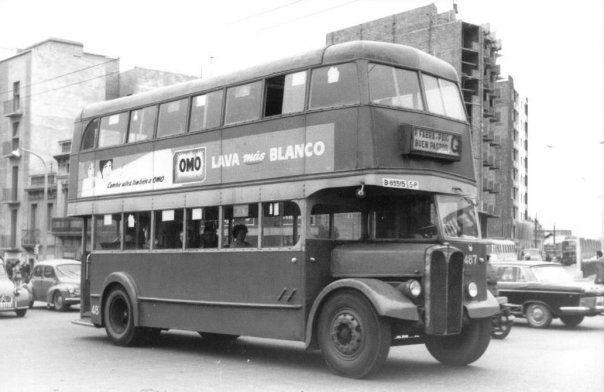 """Autobús de dues plantes conegut com """"la Carraca"""". La """"línea G"""" feia el recorregut entre Bon Pastor i Sant Andreu. Bon Pastor, [196-]"""