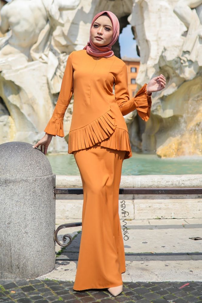 Qaysaa Hijabs Kurung Faiha Pleated Earth Orange
