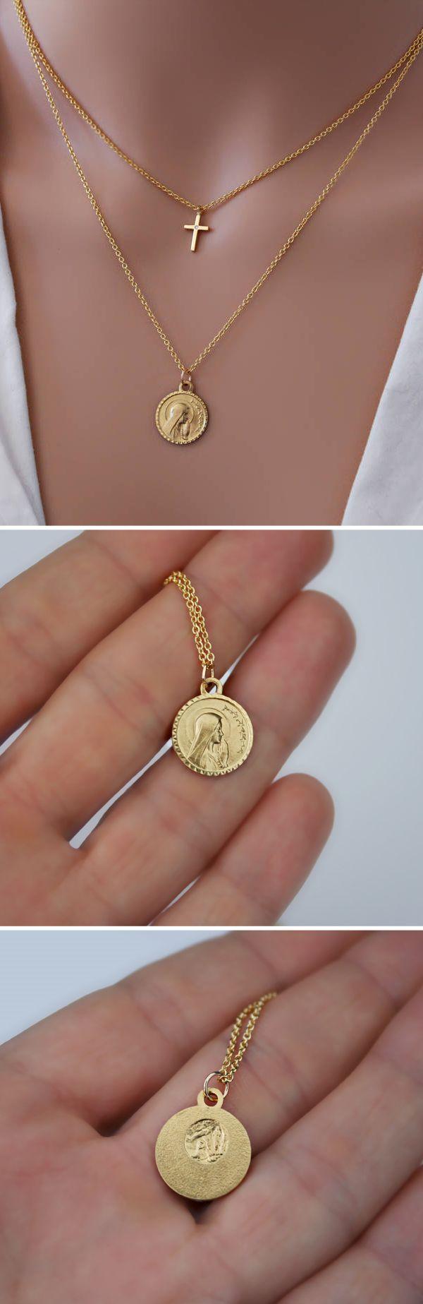 #collier #bijoux #bijou #religieux #médaille #religieuse #pendentif #croix #sainte #saint #cross #zirconia #zirconium #crystal #cristal #jewellery #jewelry #etsy #handmade #french #religious #medal #medals #chains #gold #plated #16k #plaque #or #minimalist #notre #dame #de #lourdes #our #lady #of #lourdes #virgin #mary #vierge #marie #jesus #christ #cadeau #mariage #mariee #wedding #present #gift #bridal #bride #catholic #christian #chretien #chretienne #catholics #christians #catholique