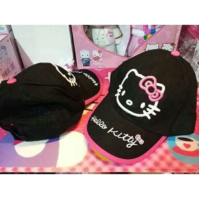 topi boldir hk, Rp. 65.000  pemesanan & info  pin = 7E6B210D & 2B04DD91 line id = koleksihellokitty WHATS APP = 087823131666 ym = koleksi_hellokitty  fan page  https://www.facebook.com/koleksihellokitty website  http://koleksihellokitty.blogspot.com/ instagram  @angelcallista twitter  https://twitter.com/hellokitty_gift