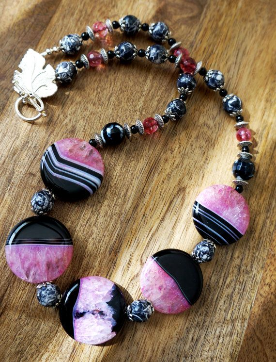 Pink and Black Agate Statement Necklace от GemstoneArtbyEditaK