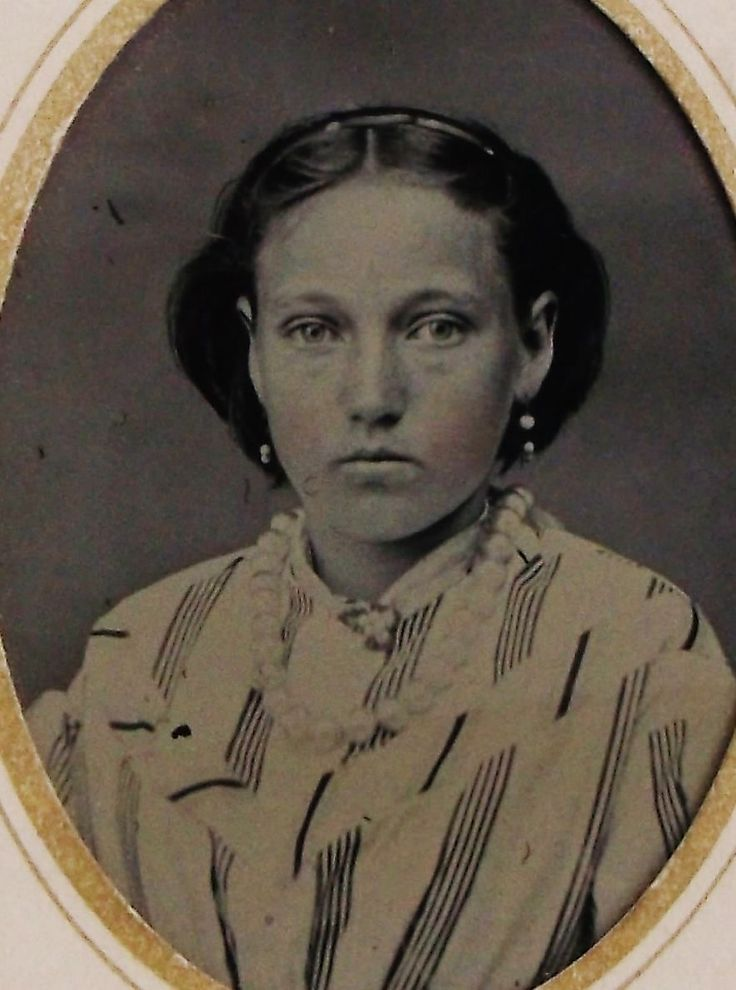 ANTIQUE TINTYPE PHOTO BEAUTIFUL YOUNG WOMAN WEARS LOVELY STRIPED DRESS & JEWELRY | eBay