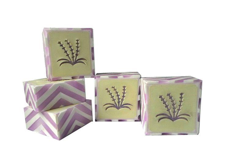 Hier ist meine Lavendelseife, sehr schön duftend: Lavendel, Bergamotte, Ylang-Ylang und Muskateller Salbei.    Da ich viele Fragen auf den F...