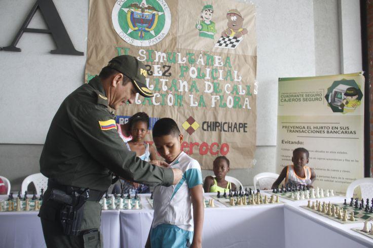 Creación de espacios de sano esparcimiento, para los niños de Cali. Esta vez lideramos campeonato de ajedrez.