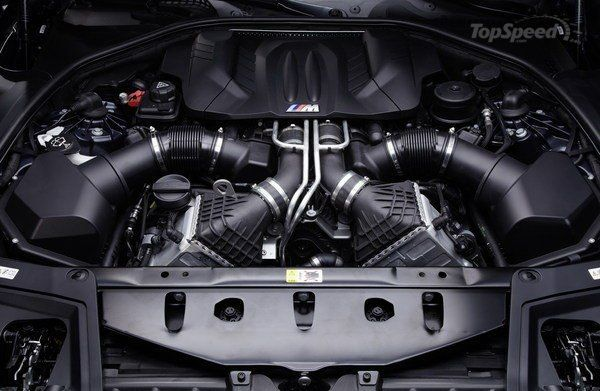 M5 F10 Sport- одно название за себя всё говорит)  Бензиновый двигатель,4.4-литровый V8 твин-турбо мотор,это не машина а сказка для того кто любит смотреть как за его спиной люди стоят с открытыми ртами.Конечно вариаций M5 очень множество:  E12(с 1980 по 1982 )-Первая BMW M5 E12 была показана 1979 года на Франкфуртском автосалоне  E28(1985 — 1988)-Первый M5, основой для которого стал BMW 5 серии в кузове E28, был впервые представлен в 1984 году на автосалоне в Амстердаме. Сохраняя все…