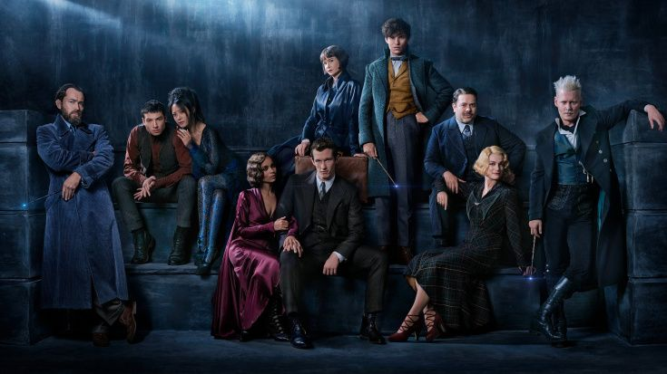 The full cast together! Notice how archrivals Dumbledore andGrindelwald are kept at opposing ends