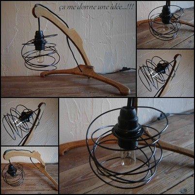 lampe originale à partir de cintres...