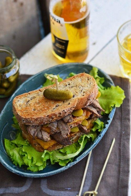 Mustáros steakszendvics