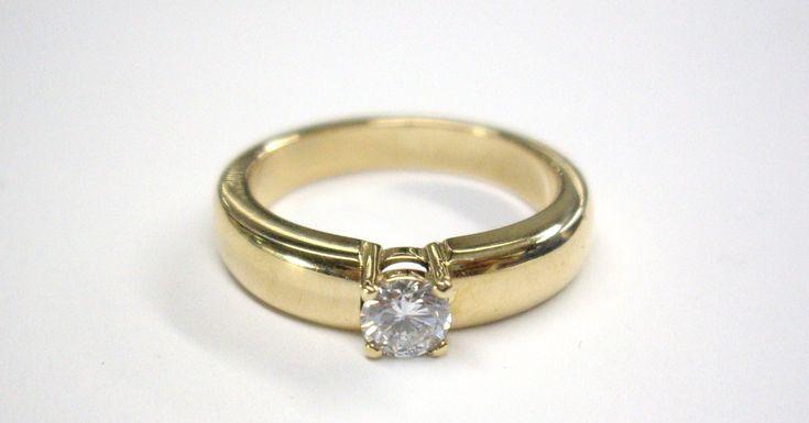Hermoso anillo  clásico de compromiso  en oro de 18k  con diamante. JOYAS MARCEL Duran Joyeros, Bogotá. Joyas Marcel #duranjoyerosbogota #joyeria #hermosasjoyas  #compracolombiano #hechoamano #anillosdecompromiso #Colombia