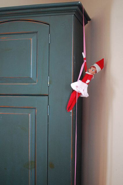 elf: Inspiration Elfidea, 25 Elf, Easy Ideas, Elfonshelf Elfontheshelf, Elfontheshelf Inspiration, Shelf Ideas, Christmas Ideas, Elfidea Christmasgift, Elf On The Shelf