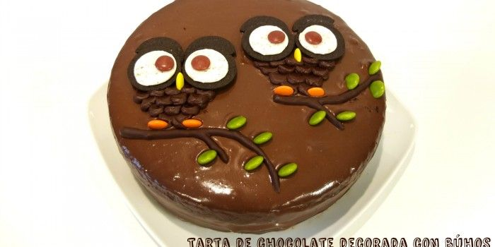 Tarta de chocolate decorada con búhos