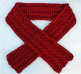 Easy Thick and Thin Crochet Scarf - This crochet scarf looks textured and even a bit lacy, but uses only single crochet stitch! - you'll need two different thicknesses of yarn - free patern