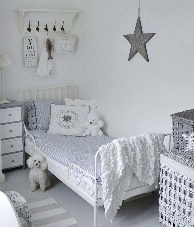 Schoolboy's room / Ison pojan huone / Stora pojkens rum #lastenhuone #kidsroom #childrensroom #barnrum #barnrumsinspo #pojkrum #ikea #poodle #toypoodle