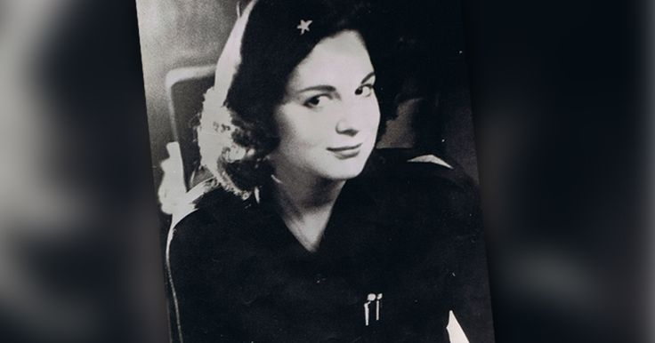 Marita Lorenz en 1959 con el uniforme del Movimiento 26 de julio, organización liderada por Fidel Castro.