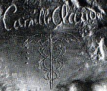 Sur le buste d'Auguste Rodin,signature et caducée de Camille Claudel.