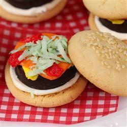 Cookies made to look like little hamburgers. #SummerFunCookies Slidding, Parties Plans, Food Porn, Delicious Foodies, Clever Food, Sweets Treats, Hamburgers Cookies, Parties Parties, Cookies Sliders