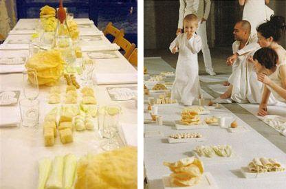 Желтый на белом  Сам процесс:  Накрываем стол белой скатертью, заготавливаем белые и желтые надувные шары и елочные украшения.  Готовим блюда в светлых жетлых тонах:  - пюре  - салаты, декорированные ваерным желтком  - выпечка светлых оттенков (торт наполеон, печенье)  - ананасы и желтые яблоки, лимон  - молочный шоколад  - лимонад, шампанское  - сыр, грибы под слоем сыра