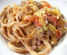 Ricetta Fettuccine piccanti con peperoni e salsiccia pubblicata da alca064 -