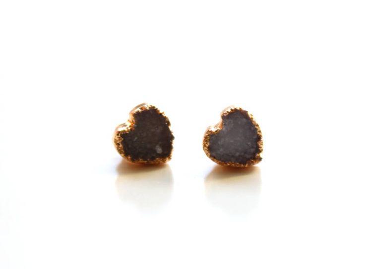 Tiny heart druzy earrings. Grey agate earrings. Dipped druzy earrings. Small gold stud earrings. Hift for her by MilenasBoutique on Etsy