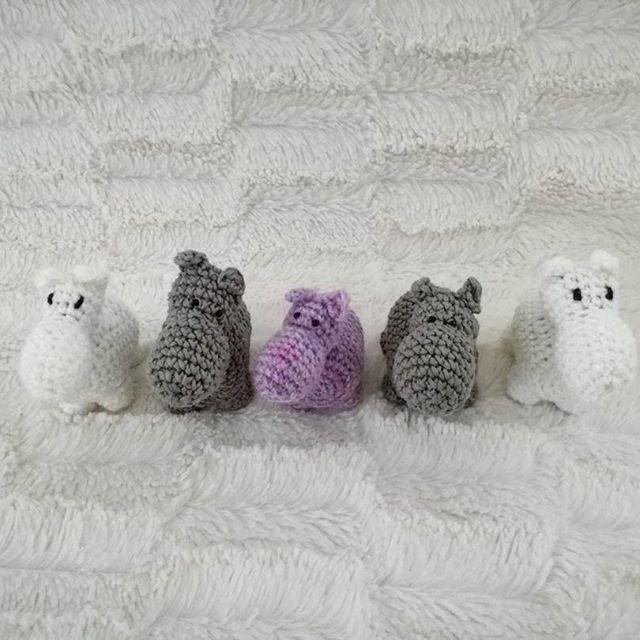 #flodhäst #skallra #virka #virkkaus #crochet #crochetaddicted #yarn #garn #handmade #vit #grå #lila #baby #babyleksak #baby2017