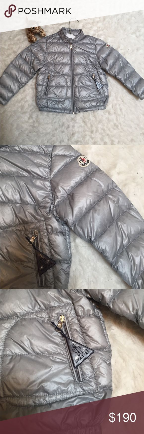 Moncler puff jacket Gray puff jacket filled with real down feathers washed and sterilized. 90% down and 10% feather.  Beautiful jacket Moncler Jackets & Coats Puffers
