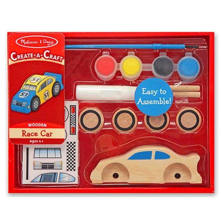 Basteln am Auto Kindergeburtstag: Rennwagen aus Holz zum Selbdekorieren