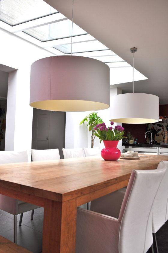 witte hanglampen boven eettafel na STIJLIDEE Interieuradvies en Styling via www.stijlidee.nl
