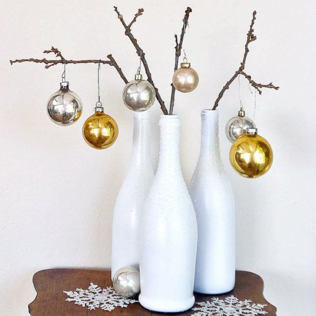 Confira 10 madeiras de decorar a sua mesa de Natal com garrafas de vinho. As ideias são lindas e econômicas.