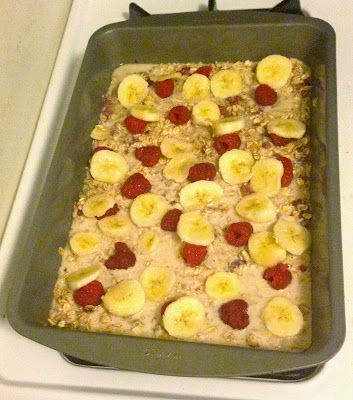 Breakfast for the Week: Clean Eating Berry Banana Oatmeal Bake. Gluten free, clean eating, clean breakfast foods