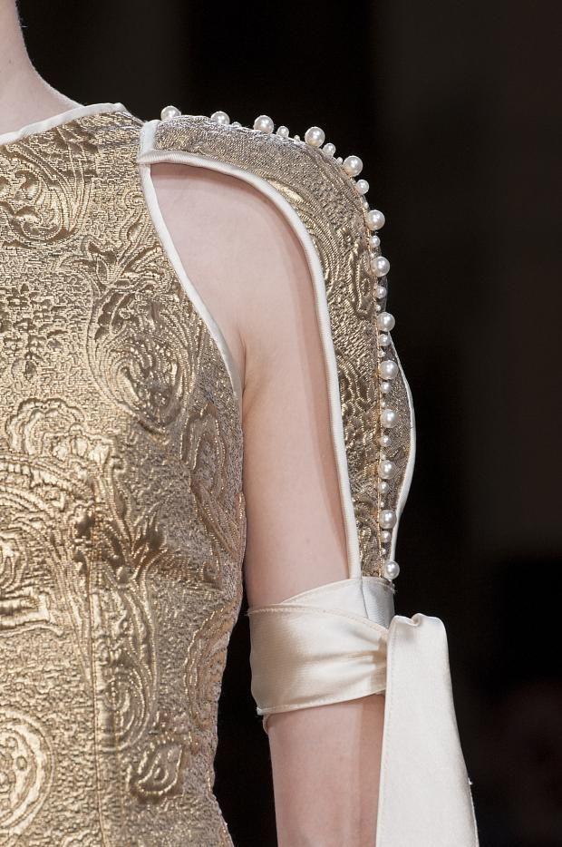 notordinaryfashion:   faintlace:  Oscar Carvallo Haute Couture Autumn 2013    Love