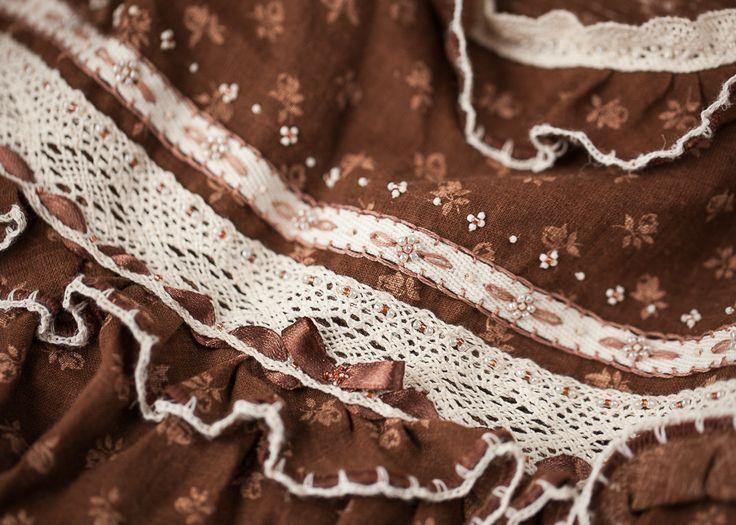 Ночная сорочка в стиле бохо. Отделана бсером, кружевом, лентами и вышитой вручную тесьмой.