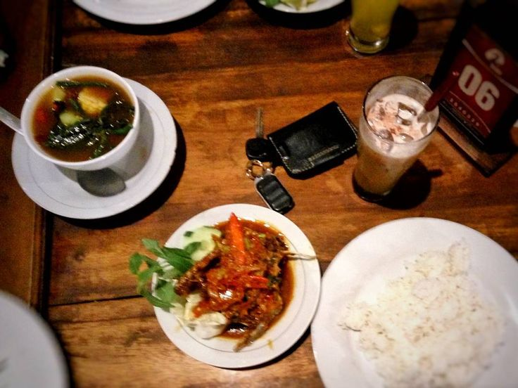 Good food ends with good talk so don't never cancel dinner plans by text message . . Today's menu is duck balado (bebek balado) with tamarind soup (sayur asem). Let's eat! . .  Photograph was taken from Bale Bebek Piyungan Bantul. . . . . #food #foodporn #yum #foodie #foodpics #foodpic #foodgasm #instafood #yummie #meal #rice #vegetable #wood #grow #traditional #hot #restaurant #dish #dinner #meat #delicious #lunch #duck #quote #soup #delicious #deliciousness #foodiegram #enjoy
