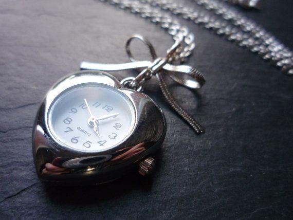 Hoi! Ik heb een geweldige listing op Etsy gevonden: https://www.etsy.com/nl/listing/246542533/schattig-hart-en-bow-watch-ketting