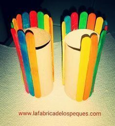 Hello everyone! Today we present a simple craft, to do with the kids: a double pencil jar, with ice cream sticks and
