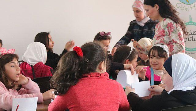 Actividades terapéuticas para niños sirios refugiados