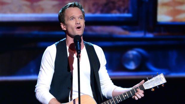 """Neil Patrick Harris surpreende na abertura dos """"Tony Awards 2013″"""