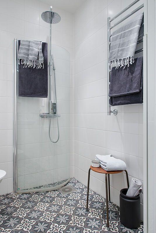 Mała łazienka bez brodzika - to już wersja extreme ale działa? Działa! I pewnie mega tanio
