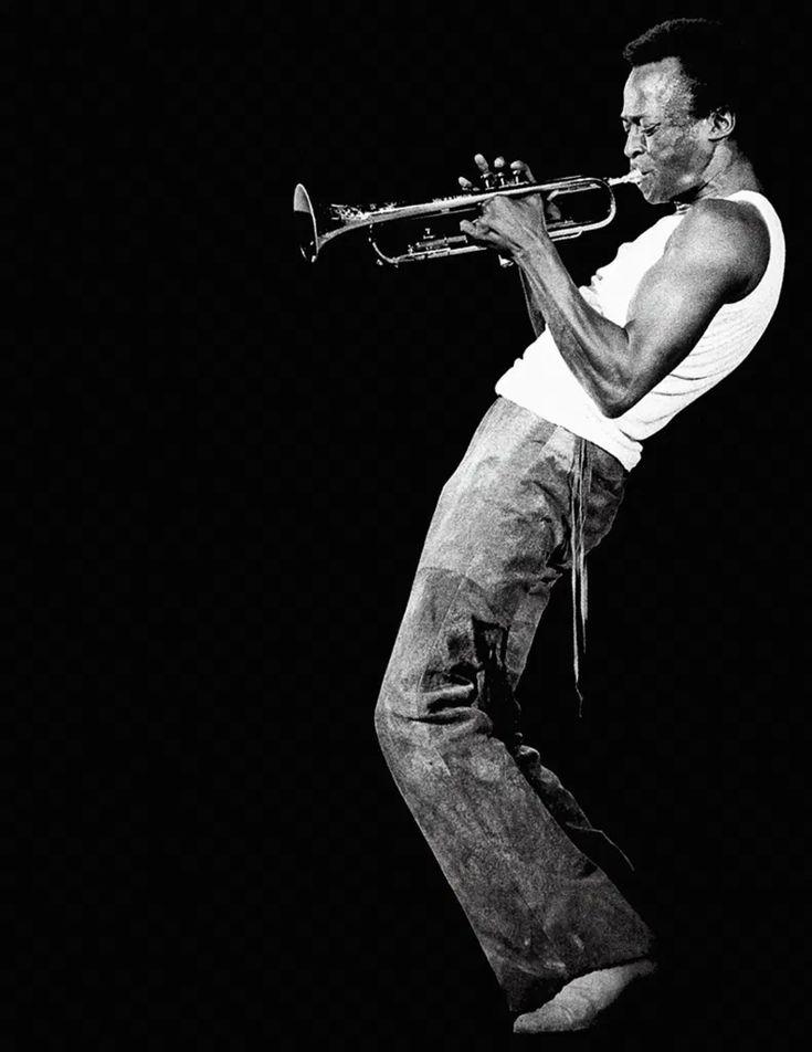 Miles Davis: La trompeta es eterna - #BorderPeriodismo Miles Davis, Hard Bop, Billie Holiday, Bebop, Shawn Mendes Magcon, Greys Anatomy Memes, Louis Armstrong, Jack Johnson, Harlem Renaissance