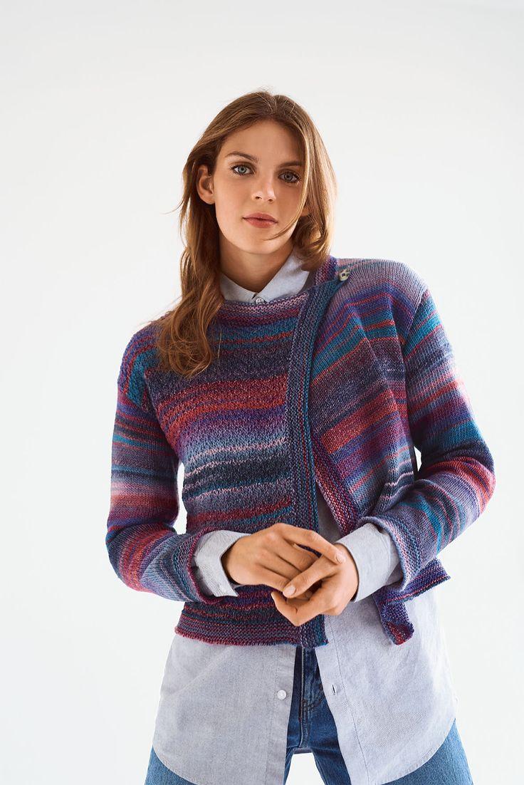 Das Handstrick-Magazin Die Neue Masche Nr. 11 präsentiert in dieser Herbst-/Winterausgabe 52 Strick- und Häkelmodelle für Frauen: Von Ponchos, Jacken und Pullis über Schals und Loops bis hin zu Kissen und Decken ist alles dabei! Wie immer wird dabei der Strickanfänger genauso fündig wie der erfahrene Stricker. Mit insgesamt 9 Modellen kommt auch jeder Häkel-Freund auf seine Kosten. #stricken #knitting #knit #wolle #wool #diy #craft #crafting #häkeln #crochet #chrocheting #jacke