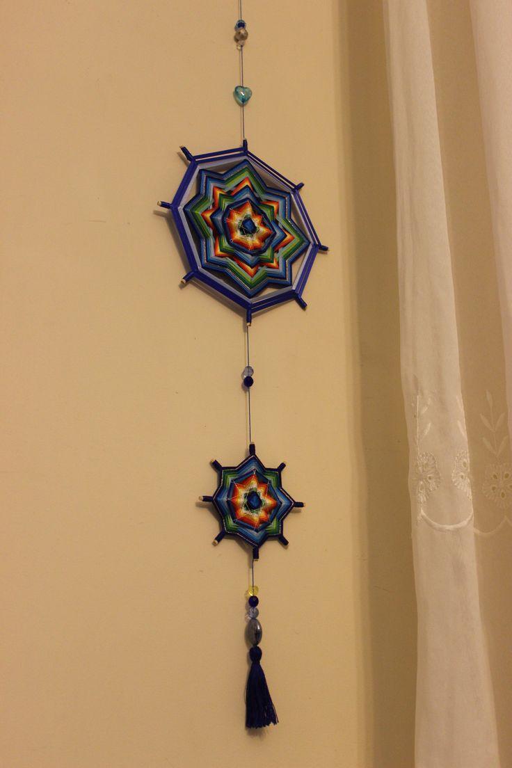 Mandala-móbile em linha e fitas de 25 e 10 cm. Por Maíra Mandalas