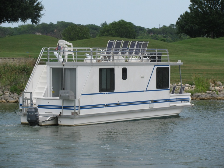 S. S. Minnow Houseboat Rental