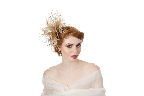 This striking neutral fascinator is an explosion of trimmed Emu and Coque cut feathers. Its soft light and airy feel create a delicate look that
