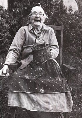 Still having fun  (how can one NOT smile, when you see the broad happy smile of Dolly? She died shortly after this photograph was taken.  I LOVE THIS PICTURE! Pat B.