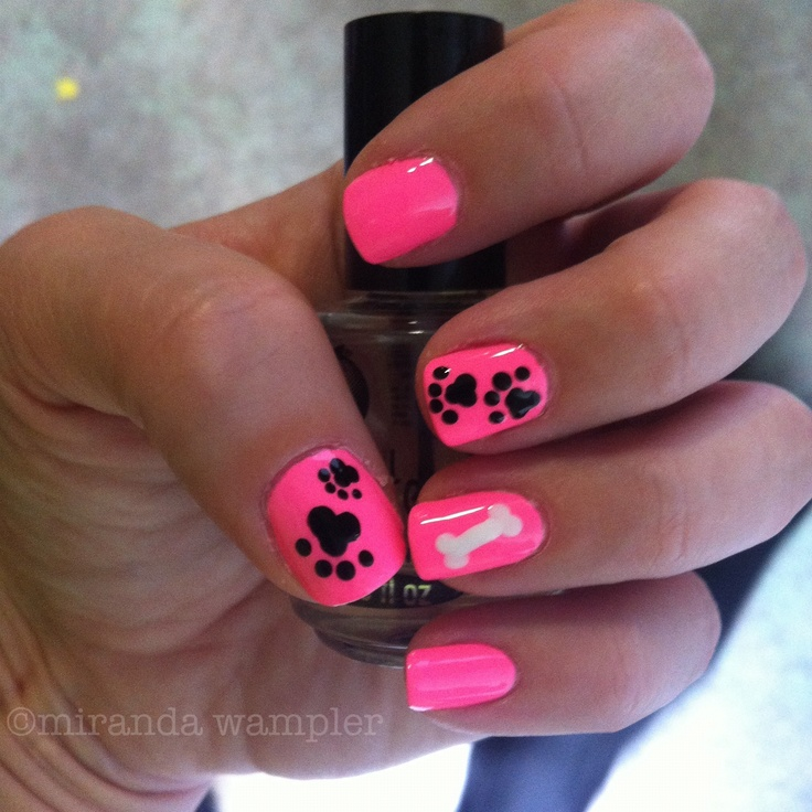 my paw print nails <3