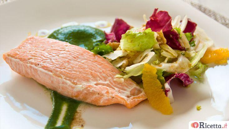 Trancio di salmone con insalata invernale