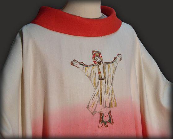 Casula sacerdotale rossa in seta con ricamo personalizzato