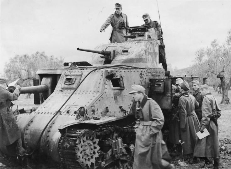 German Soldiers inspect a knocked-out (note the missing side visor and the burned track) Russian Lend-Lease M3 Lee Tank, late 1942.