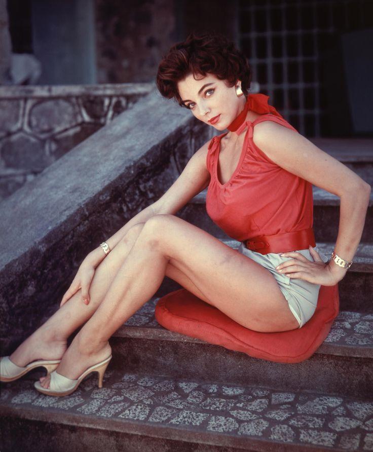 Joan Collins Circa 1950s. | Joan collins, Dame joan